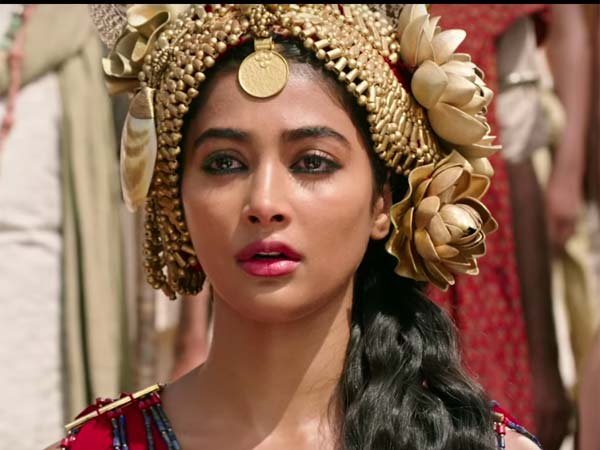latest-look-of-pooja-hegde-from-mohenjo-daro-11102