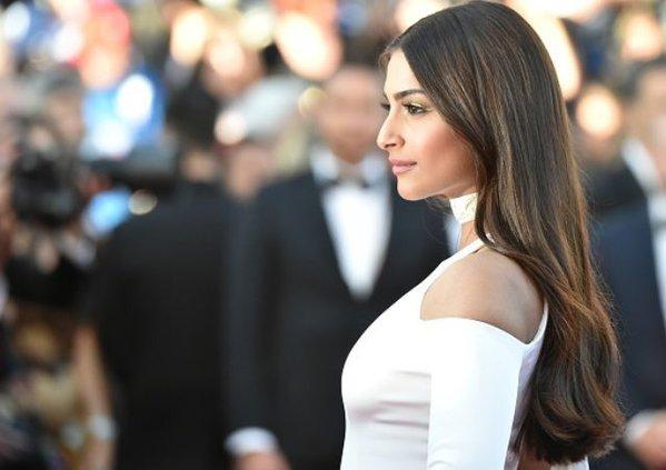 sonam-red-carpet-walk-4_0