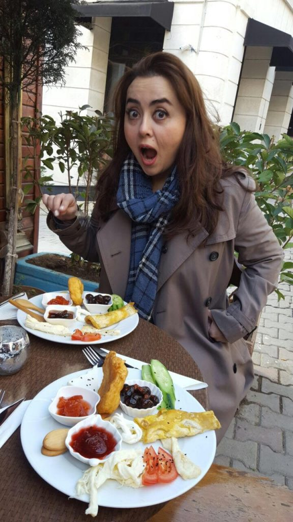 enjoying-the-scrumprious-street-food-in-turkey