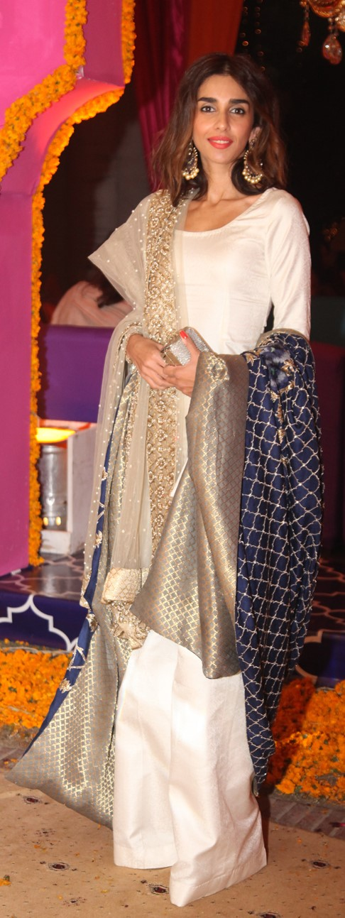 Ayesha Noon amps up her look in this gorgeous Mahgul creation