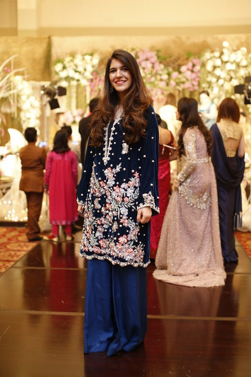 mehak-amer-we-love-this-glamorous-navy-velvet-number