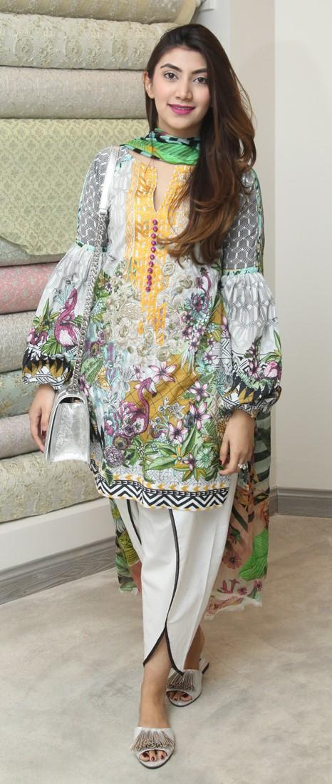 rabiya-umair-abid-puts-her-best-foot-foorward-in-coco-by-zara-shahjahan-and-soma-slippers