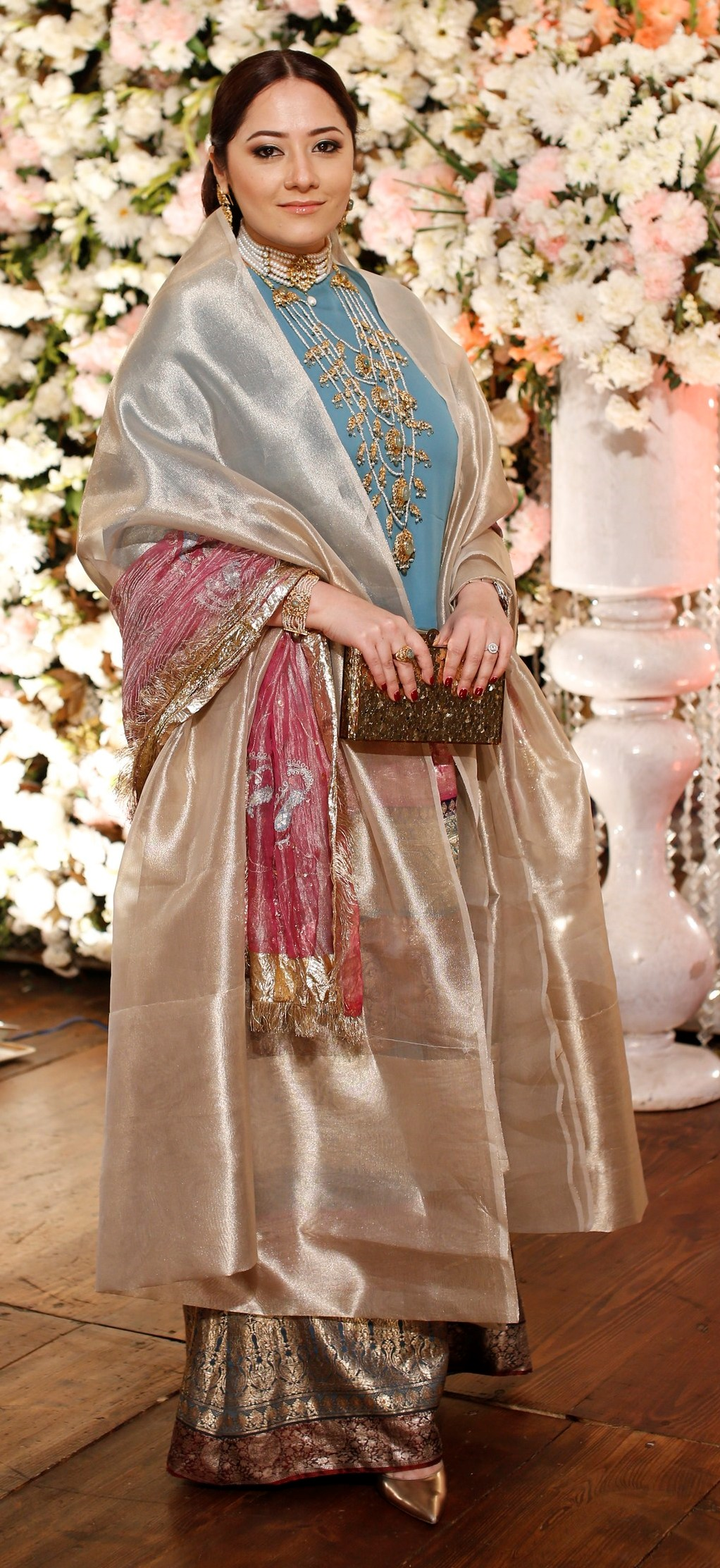 Momina Nael - We are obsessed with this old-school ensemble