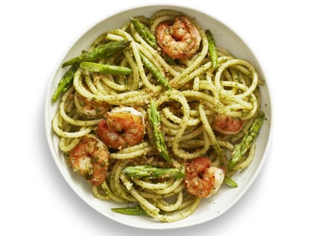 FNM_040116-Insert-No26-Pesto-Pasta-with-Shrimp_s4x3.jpg.rend.hgtvcom.616.462