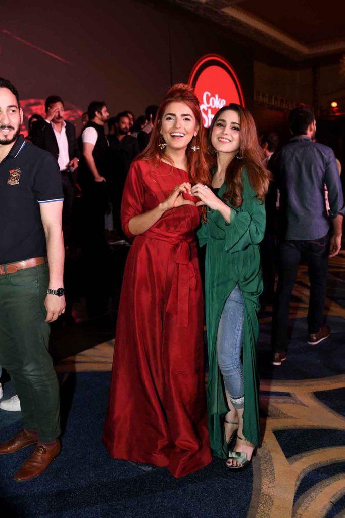 Momina Mustehsan and Aima Baig (2)